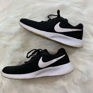 Nike | Black & White Roshe Sneakers Running Shoes